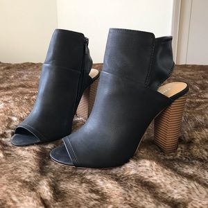 Like New Express Black Peep Toe Booties Block Heel